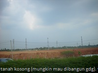 tanah kosong (mungkin mau dibangun gdg). terdapat di jalan tol jakarta-tangerang